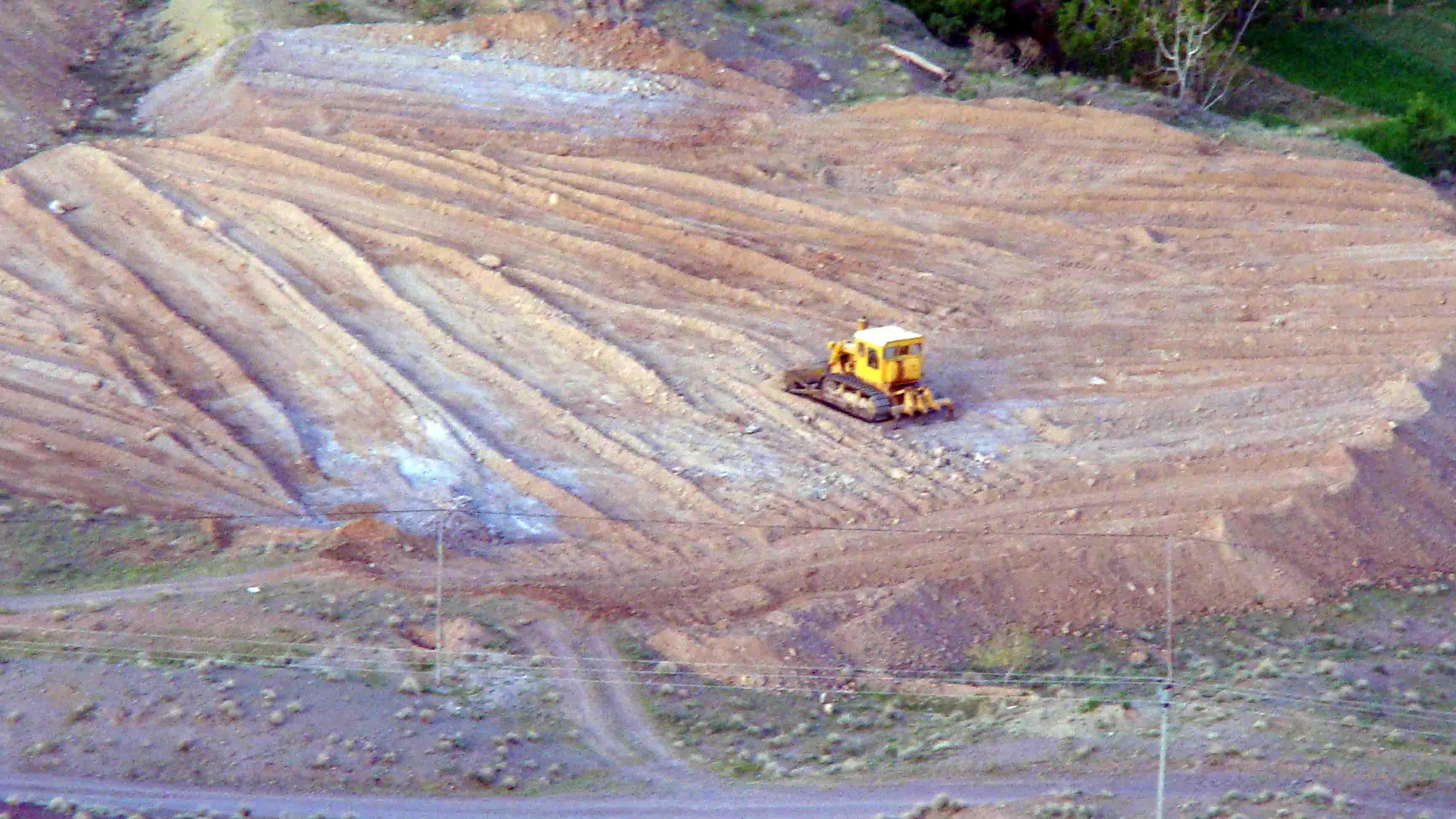 زمین فوتبال روستا گرفته شده از بالای شخ کوه